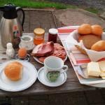üppiges Radlerfrühstück