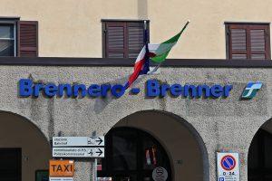 Der Brennerpass Ist Kein Schmaler Und Kurzer Übergang, Sondern Zieht Sich  Mehr Als Einen Kilometer In Die Länge. In Dieser Engen Senke Wurden Seit  Dem Jahr ...
